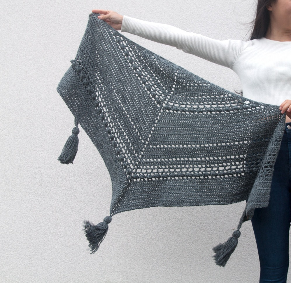 Modele De Chale Au Crochet Moderne Mery Crochet